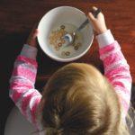 スプーン食べ上達の練習方法は?自分で食べられるのは何歳くらい?